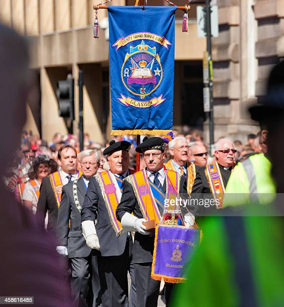 orangemen of the county grand lodge, glasgow - theasis stock pictures, royalty-free photos & images