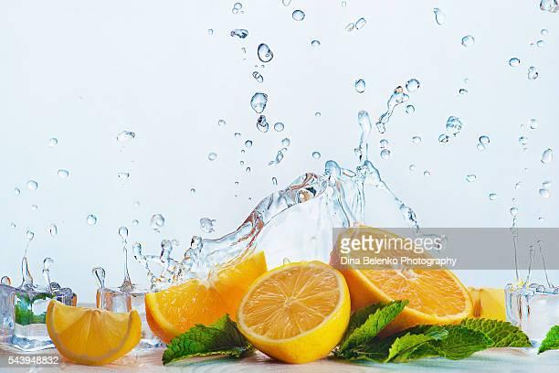 oranges for cold drinks - かんきつ類 ストックフォトと画像