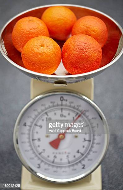 oranges in scales - heidi coppock beard stockfoto's en -beelden