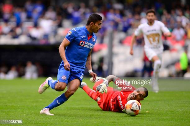 Orbelin Pineda of Cruz Azul tries to avoid Alfredo Zaldivar goalkeeper of Pumas during the 15th round match between Cruz Azul and Pumas UNAM as part...