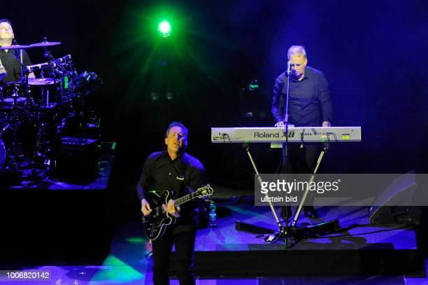 OMD Orchestral Manoeuvres in the Dark die britische PopBand mit Andy McCluskey und Paul Humphreys bei einem Konzert in Hamburg im Mehr Theater Photo...