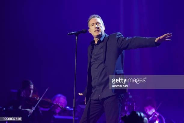 OMD Orchestral Manoeuvres in the Dark die britische PopBand mit Andy McCluskey und Paul Humphreys live bei Night Of The Proms das MusikEvent mit Il...