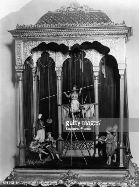 Orchestre oriental et acrobate chef d'oeuvre de la mécanique qui figurait à l'exposition de Paris en 1851 et qui appartient à la collection Steiner...