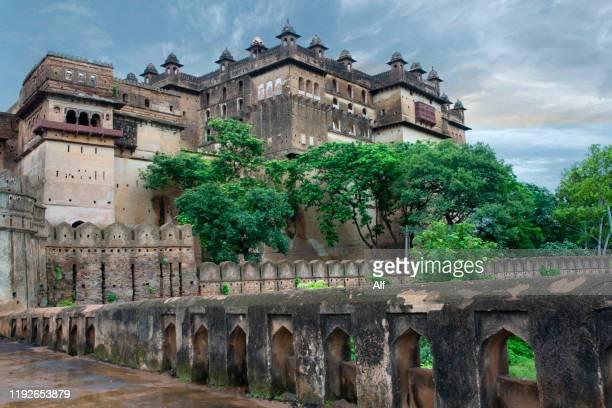 orchha palace (jahangir mahal), madhya pradesh, india - mughal empire stock pictures, royalty-free photos & images