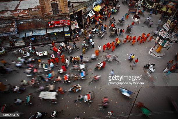 order in chaos, in varanasi india - uttar pradesh stock pictures, royalty-free photos & images