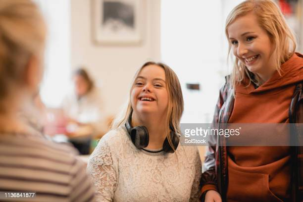ordering a drink - small group of people stock pictures, royalty-free photos & images