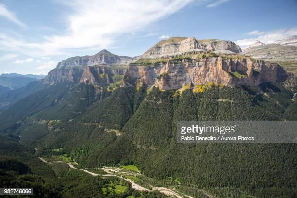 ordesa valley in pyrenees, ordesa y monte perdido national park, huesca, aragon, spain - アラゴン ストックフォトと画像