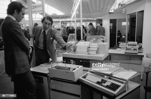 Ordinateur en démonstration au SICOB le 24 septembre 1974 à Paris France