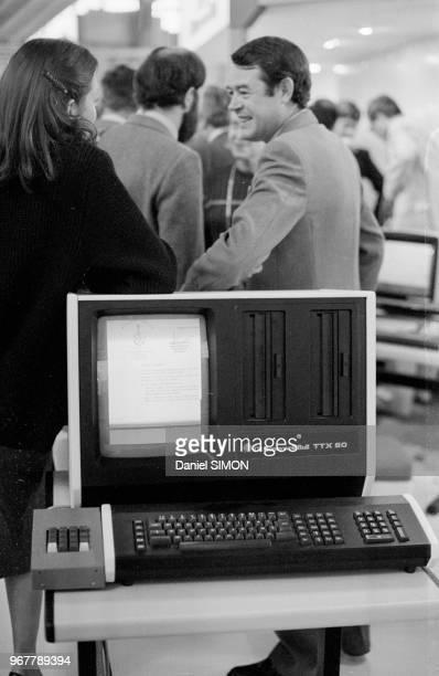 Ordinateur 'Honeywell Bull' au Salon International de l'Informatique de la Communication et de l'Organisation de Bureau au CNIT à La Défense le 23...
