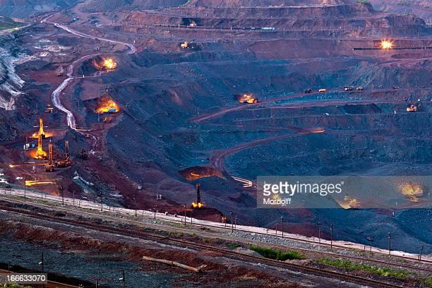 Ore Bergbau im quarry bei Nacht