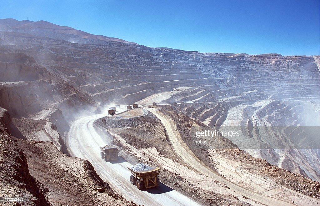 Ore LKWs in einem open-pit mine : Stock-Foto