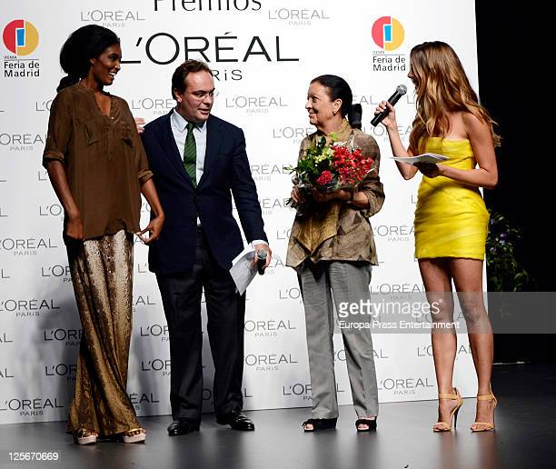 L'Oreal Director Jean Baptiste Dalle model Sessilee Lopez actress Manuela Velasco and Cuca Solana pose for photographers during theattends L'Oreal...