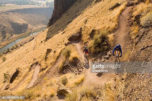 USA, Oregon, Bend, two cyclists descending mountain