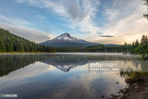 oregon clackamas county trillium lake sunrise - stratovolcano stock photos and pictures