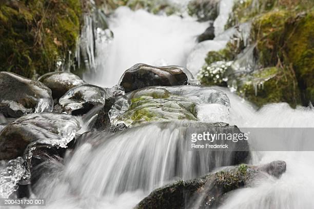 usa, oregon, columbia river gorge, wahkeenah falls, ice storm - 巨礫 ストックフォトと画像