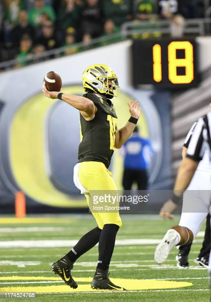 Oregon Ducks QB Justin Herbert throws the ball during a college football game between the Cal Bears and Oregon Ducks at Autzen Stadium in Eugene,...