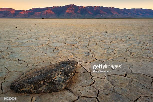 USA, Oregon, Harney County, Desert landscape at sunset