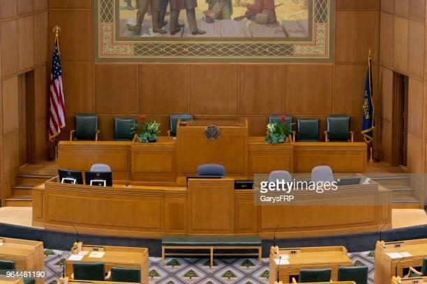 casa de oregon do capitólio do estado de mesa de alto-falantes de câmara representantes - senado governo - fotografias e filmes do acervo