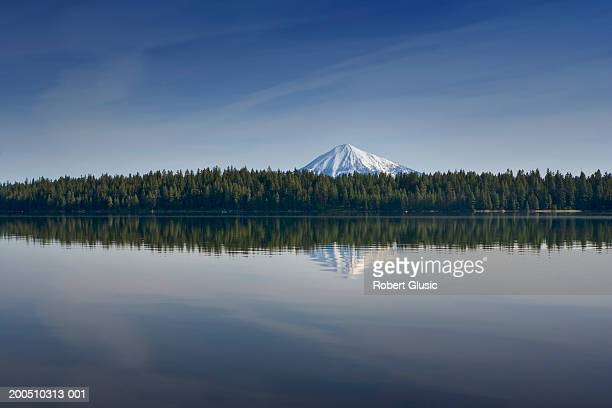 usa, oregon, medford, lake with mountain in background - medford oregon stock photos and pictures