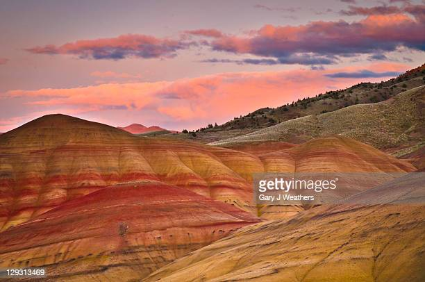 usa, oregon, mitchell, painted hills during sunset - painted hills stock pictures, royalty-free photos & images