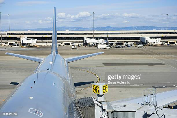 Oregon, Portland International Airport , Commercial airplane at gate