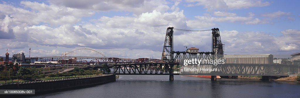 USA, Oregon, Portland, view from Burnside Bridge and other bridges across Willamette River : Foto stock