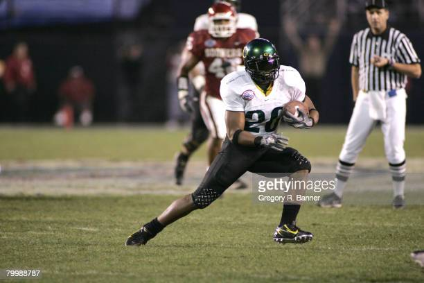 Oregon running back Andiel Brown with a big run during the 2005 Holiday Bowl where the Oklahoma Sooners defeated the Oregon Ducks 17 to 14 at...