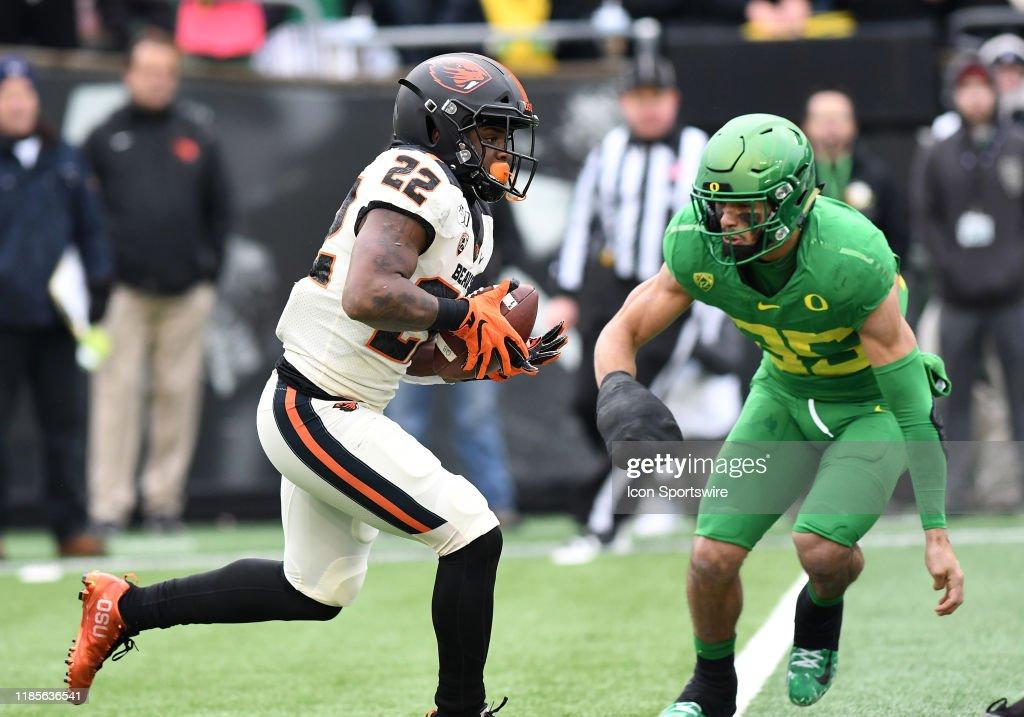 COLLEGE FOOTBALL: NOV 30 Oregon State at Oregon : News Photo