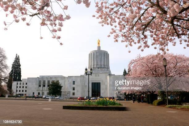 Oregon state capitol building in Salem Oregon.