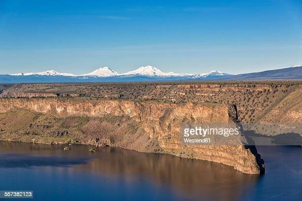 USA, Oregon, The Cove Palisades State Park, Lake Billy Chinook with Mt. Jefferson
