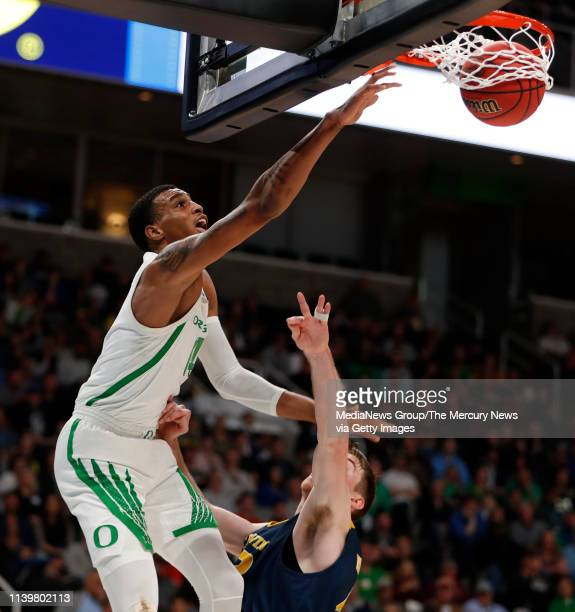 Oregon's Kenny Wooten dunks over UC Irvine's Tommy Rutherford in the first half of their 2019 NCAA Division I second round game at the SAP Center in...