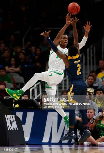 Oregon's Kenny Wooten tries to pass the ball against UC Irvine's Max Hazzard in the second half of their 2019 NCAA Division I second round game at...