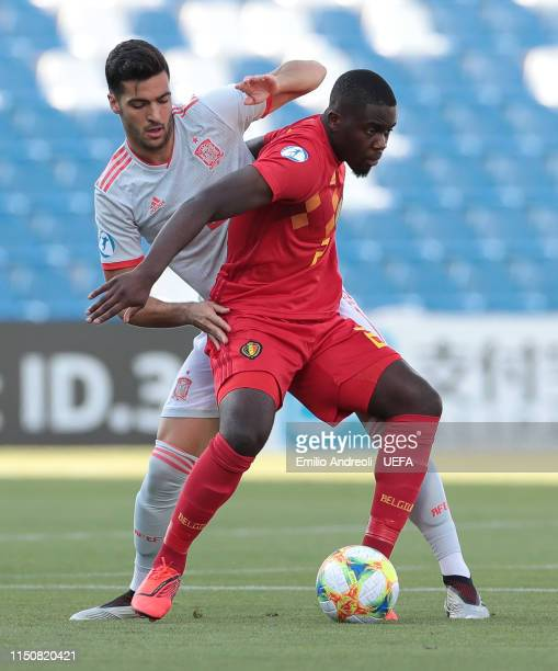 Orel Mangala of Belgium is challenged by Mikel Merino of Spain during the 2019 UEFA U21 Group A match between Spain and Belgium at Stadio Citta del...