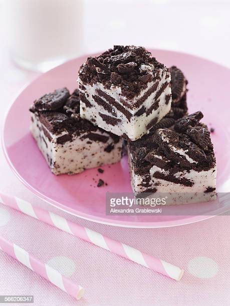 oreo cookie fudge - fudge stock pictures, royalty-free photos & images