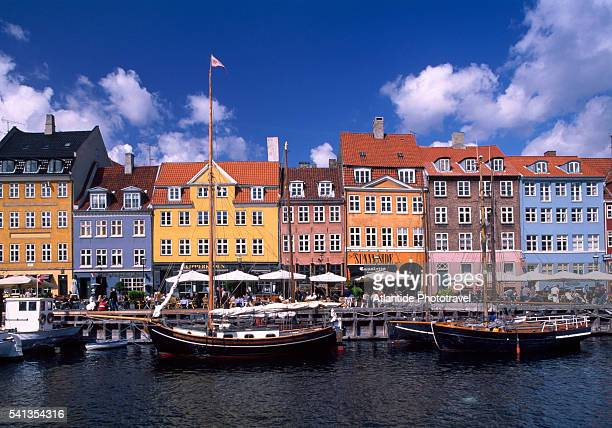 oresund - the famous canal of nyhavn - nyhavn stock pictures, royalty-free photos & images