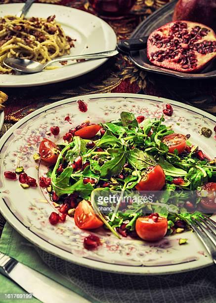 Organic Rucola Insalata di melograno e Spaghetti alla Carbonara