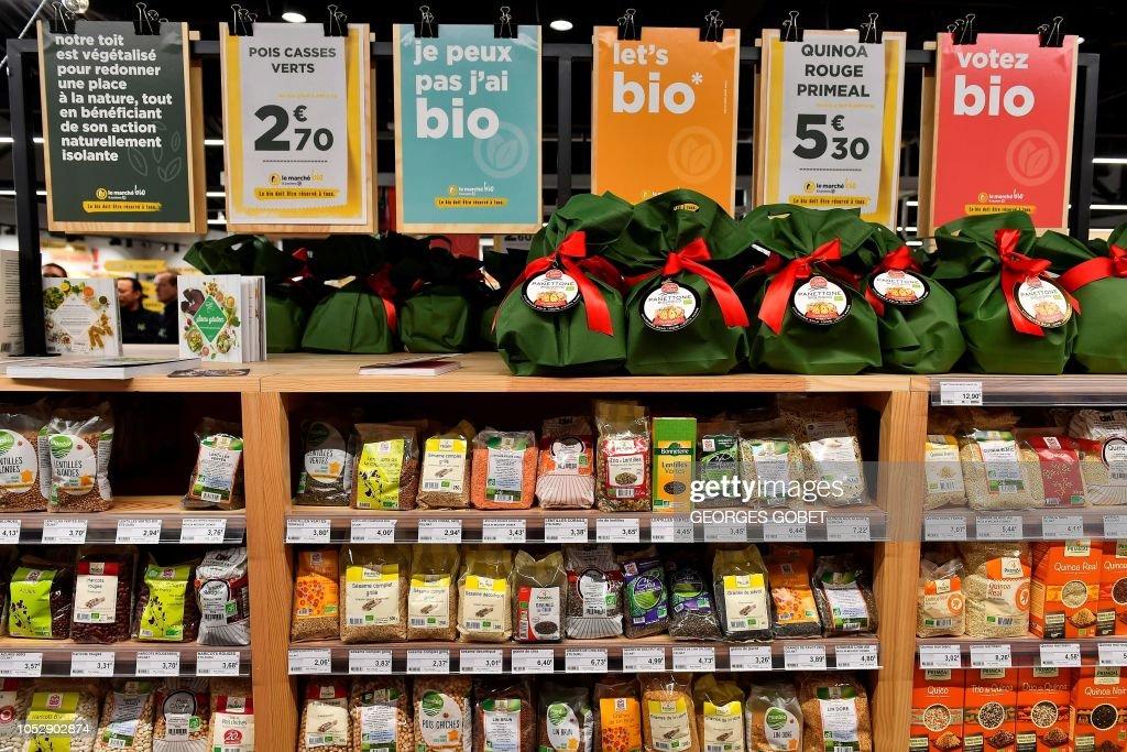 FRANCE-CONSUMPTION-FOOD-ORGANIC : News Photo