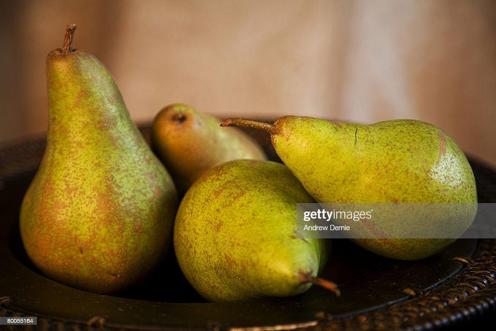 Organic Pears in a wooden bowl. : Foto de stock