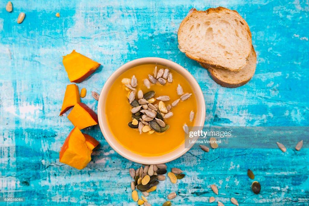 organic pumpkin soup in bowl : Stock-Foto
