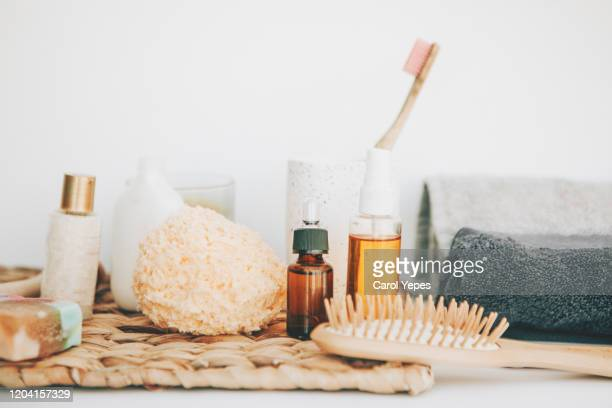 organic spa bathroom items - shampoo stockfoto's en -beelden