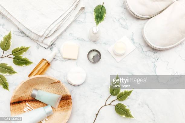 organic spa cosmetic on marble background - wohlbefinden stock-fotos und bilder