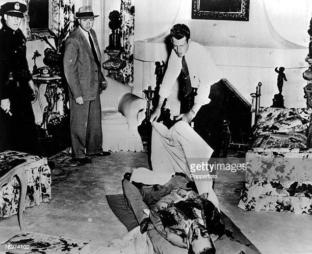 Organised Crime 20th June 1947 Beverly Hills USA A Coroners Assistant covers the bulletridden body of Benjamin Bugsy Siegel Mafia Gangster and...