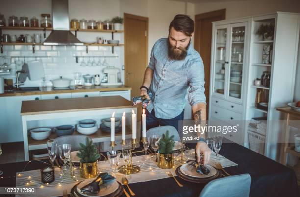weihnachts-dinner organisieren - decoration stock-fotos und bilder