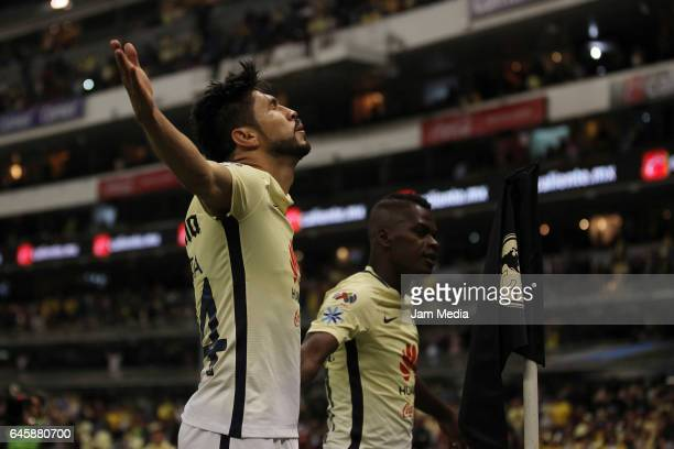Oribe Peralta of America celebrates after scoring during the 8th round match between America and Cruz Azul as part of the Torneo Clausura 2017 Liga...