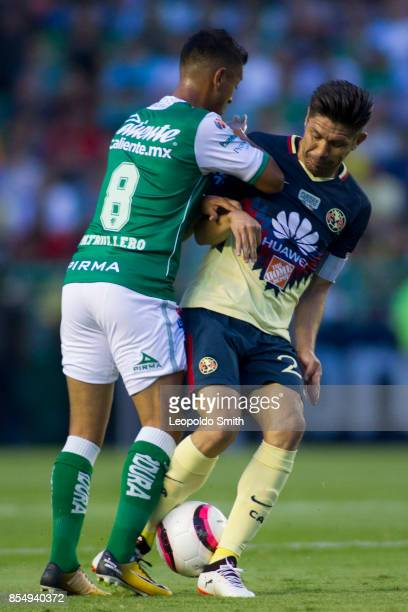 Oribe Peralta of America fights for the ball with Elias Hernandez of Leon during the 11th round match between Leon and America as part of the Torneo...