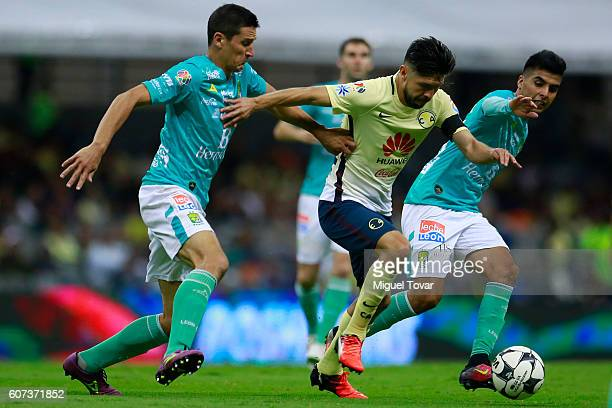 Oribe Peralta of America fights for the ball with Leonel Lopez of Leon during the 9th round match between America and Leon as part of the Torneo...