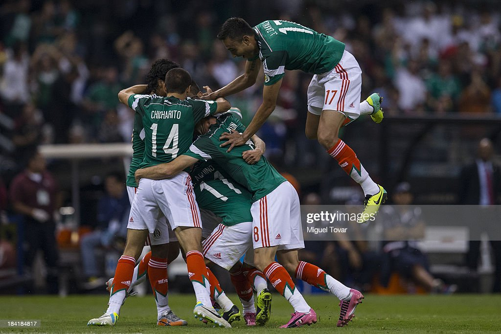 Oribe Peralta of Mexico celebrates after scoring with teammates during a match between Mexico and Panama as part of the CONCACAF Qualifyers at Azteca stadium on October 11, 2013 in Mexico City, Mexico.