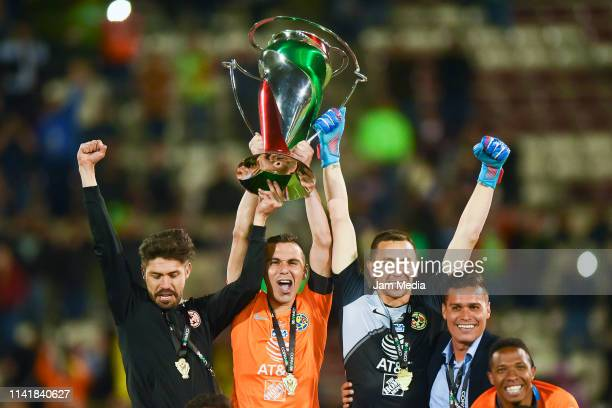 Oribe Peralta Paul Aguilar and Agustin Marchesin Goalkeeper of America celebrate with the trophy during the final match of Copa MX 2019 between FC...