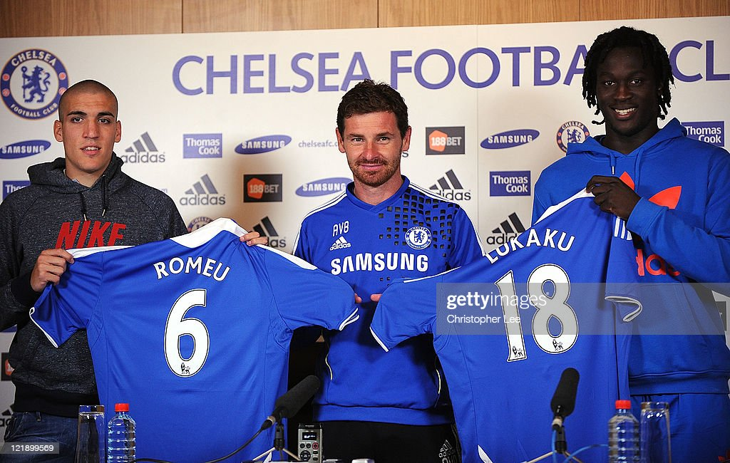 Oriel Romeu (L), Manager Andre Villas Boas and Romelu Lukaku pose for the camera's during the Chelsea new signings of Oriol Romeu and Romelu Lukaku press conference on August 23, 2011 in Cobham, England.