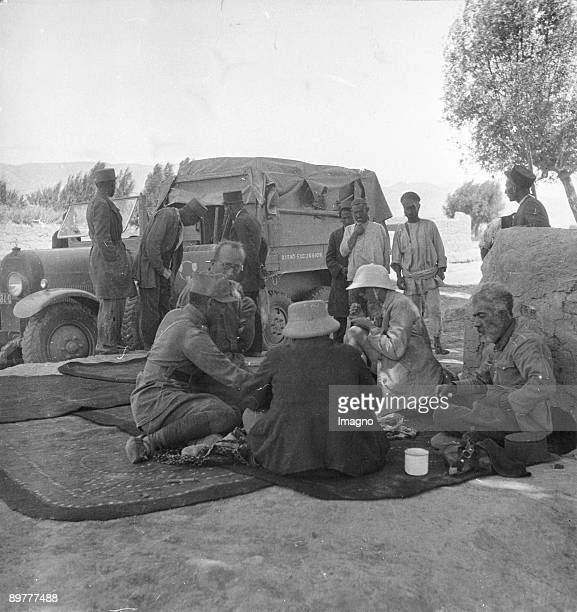 Orient Expedition of the Austrian Mr. Von Kummer: a group of participants during a rest. Photograph. Around 1930.